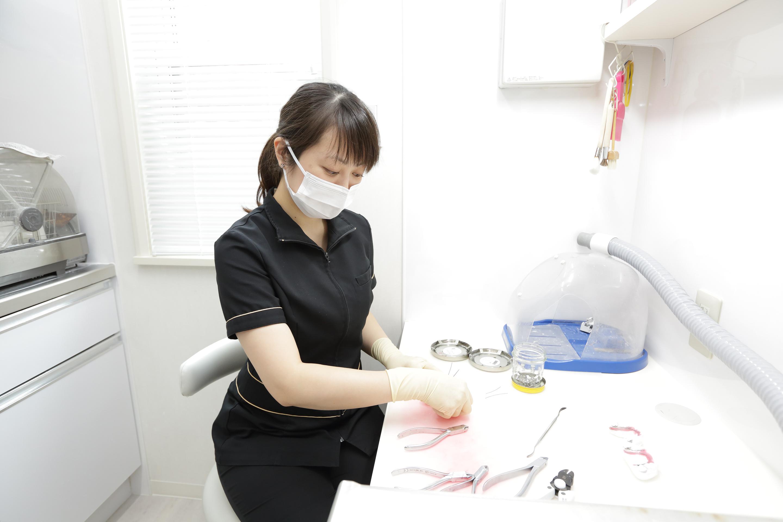 矯正装置の修理や矯正装置調整後の仕上げなど、スピーディーな治療が可能